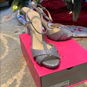 Silver sparkling dress shoe